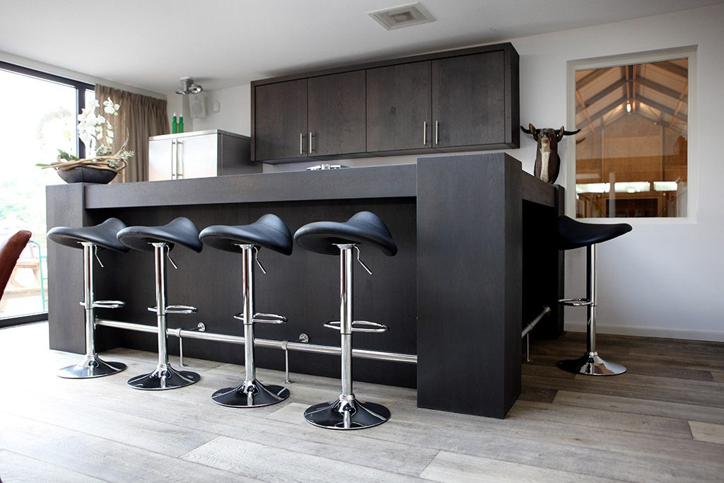tight bar with saddle stools