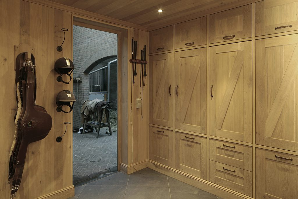 Tack room in natural oak with accessories